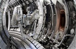 Dálkově ovládaná paže ve vakuové komoře tokamaku JET
